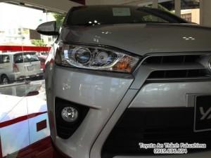Khuyến Mãi Toyota Yaris 1.5 G 2018 màu bạc nhập khẩu Mua Trả Góp chỉ cần 200Tr. Xe Giao Ngay