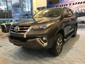 Toyota Fortuner 2.7V (4x4), máy xăng, 2 cầu,...