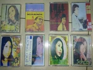Bán băng cassette thu âm nhạc vàng trước
