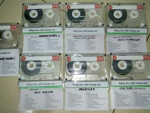 Bán băng cassette thu âm nhạc vàng trước 1975