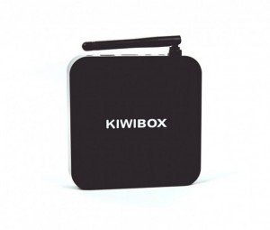 Thiết kế của Kiwibox S3 Xét về mặt tổng thể, Kiwibox S3 mang vỏ bọc nhựa màu đen rất vuông vắn, góc cạnh cùng với một Anten Wifi giúp thiết bị thu phát sóng được tốt hơn. Thiết bị cầm khá chắc tay và cho ta cảm giác chắc chắn chứ không hề dễ vỡ nếu không bị va đập. Vỏ này cũng sẽ bền theo thời gian từ màu sắc lẫn công nghệ nhựa