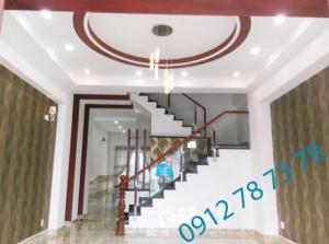 Bán nhà riêng kiểu villa DT 5,7m x 24m, 4 phòng ngủ, giá 2.7 tỷ, hẻm xe hơi đường Đào Tông Nguyên