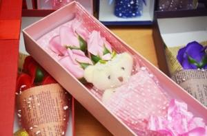 Hoa hồng sáp 3 bông có gấu