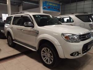 Ford Everest 2015 số sàn màu trắng
