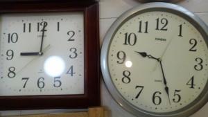 Đồng hồ treo tường Nhật .
