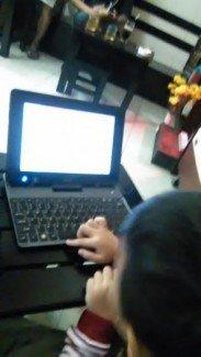 Laptop Acer win8 ram 2gb pin 2h10 tháo rời ssd 32gb win8