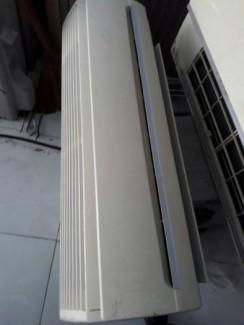 Máy lạnh nội địa Hitachi 1.5 HP, bảo hành 1 năm