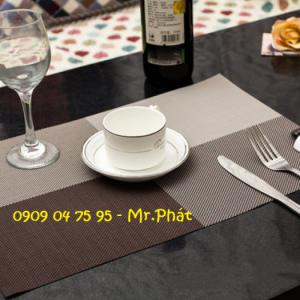 Tấm placemat, tấm lót chén, tấm lót dĩa, tấm trải bàn ăn