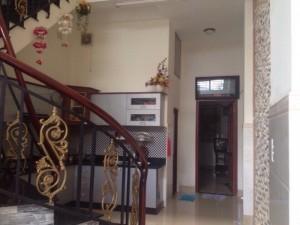 Cần tiền bán rẻ nhà quận 7, Huỳnh Tấn Phát, Phú Thuận, DT4x20m 1 trệt 2 lầu, sân thuợng