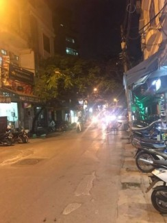 Bán nhà Mặt Phố Nguyễn Khang lô góc, thang...