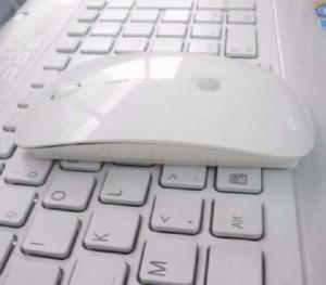 Combo chuột không dây Apple và miếng dán phím có chữ
