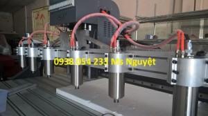 Máy CNC 6 đầu 2518 máy nhập giá cạnh tranh.