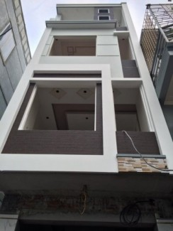 Bán nhà 3 tầng xây độc lập, sân cổng rộng, ô tô đỗ cửa gần bệnh viện quốc tế Green. Giá 1.7 tỷ (CTL)
