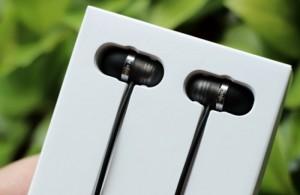 Tai nghe gọn trong hộp đựng, tai nghe vừa thiết kế inear vừa earbud