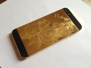 Máy laser khắc hoa văn trên iphone, ipad cực đẹp.