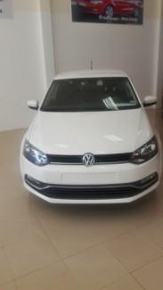 Cần bán Volkswagen Polo số sàn sản xuất 2015, màu trắng, nhập khẩu