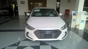 Cần bán Hyundai Elantra 1.6AT 2016, màu trắng, xe mới 100%
