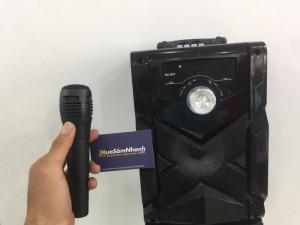 Với microphone giao diện, kết nối micro bạn có thể thưởng thức các chức năng Karaoke