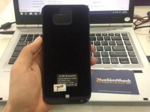 Dành cho người dùng Samsung Galaxy Note 5: Sạc dự phòng không dây JLW kiêm luôn là chiếc ốp lưng giúp tránh trầy xướt, rơi rớt va đập mạnh.