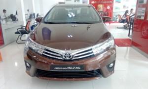 Toyota Corolla Altis 1.8 số tự động, giao...