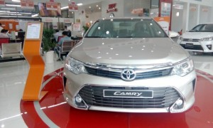 Toyota Camry 2016 nâu vàng, mới 100%, chính...