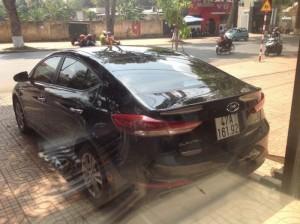 Bán Hyundai Elantra 1.6AT GLS 2016 màu đen 2300km mới 99%