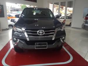 Bán Toyota Fortuner 2.7V 4x2 số tự động, 01 cầu, giao xe ngay, chỉ cần trả trước 300tr