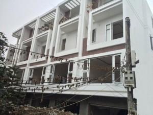 Bán nhà 4 tầng diện tích 50 – 77m2, sân cổng rộng, ô tô đỗ cách nhà 20m. Giá 1.45 – 1.6 tỷ (TL)