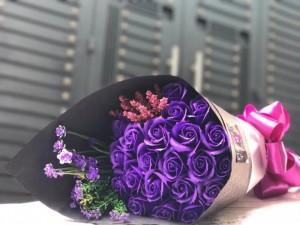 Hoa hồng sáp thơm có đủ mùi hương, màu sắc lại không bao giờ tàn