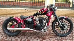 Harley Davidson màu đỏ