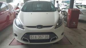 Bán Ford Fiesta 1.6AT màu trắng 2012 bản 5 cửa biển Sài Gòn