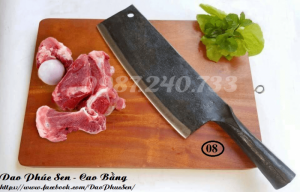 Dao chặt xương  - Chất liệu: nhíp ô tô - Chiều dài tổng thể : 35 - 37 cm ( lưỡi dao: 23 - 25 cm, chuôi dao : 11- 12 cm) - Chiều rộng: 7- 9 cm - Trọng lượng: 700 - 850g - Công dụng: chuyên chặt các loại xương sườn, xương gà, vịt và các loại xương cứng như sương ống lợn, xương trâu , bò ...