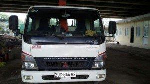 Bán  xe tải mitsubishi có gắn cẩu tự hành, tải trọng hàng 2,8 Tấn.