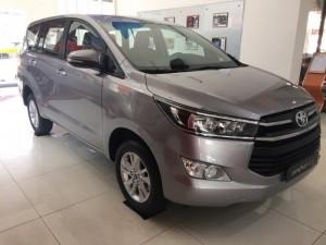 Bán Toyota Innova 2.0E, số sàn, giao ngay, khuyến mãi 60 triệu, trả trước 260 triệu