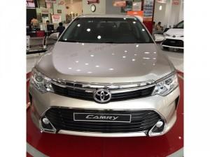 Bán xe Toyota Camry 2.5Q màu Nâu vàng, giao ngay, khuyến mãi 80 triệu
