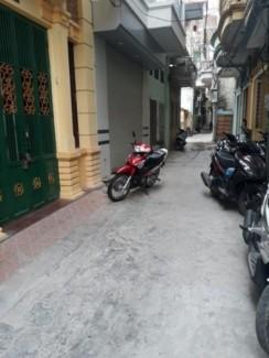 Bán nhà 4 tầng trong ngõ đường Nguyễn Đức Cảnh, DTMB 60m2, sân cổng riêng giá 2.5 tỉ