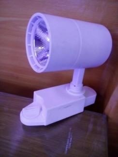Đèn led thanh ray COB 15W rọi shop quần áo