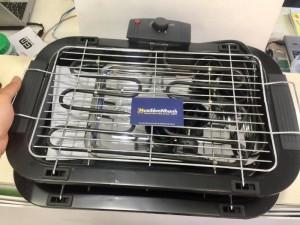 Nhiều mức điều chỉnh nhiệt độ Vỉ nướng điện Electric Barbecue Grill với những mức điều chỉnh nhiệt độ khác nhau sẽ giúp bạn nướng những loại thịt khác nhau hay các loại thực phẩm chuyên về nướng. Barbecue Grill phù hợp cho mọi loại thực phẩm.  Có thể lau chùi được Vỉ nướng điện Electric Barbecue Grill hoàn toàn có thể được lau chùi, làm sạch một cách dễ dàng và dễ tháo rời. Bởi vậy, vỉ nướng điện Electric Barbecue Grillsẽ được bảo quản một cách tốt nhất sau mỗi cuộc vui.