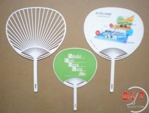 Quạt nhựa Decal in logo quảng cáo