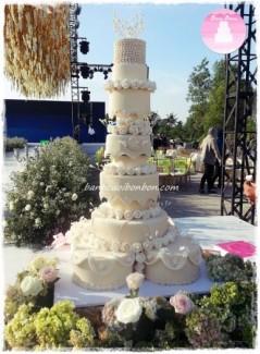 Bánh cưới 10 tầng, bánh cưới biên hòa, bánh cưới TP HCM, bánh cưới màu kem sang trọng.