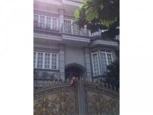 Bán Villa 8x23 - 3 Lầu 1 sân thượng,1 Tầng...