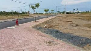 Đất nền ngay chợ Rạch kiến DT 100m2