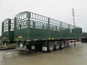 Hãng: CIMC (nhập khẩu nguyên chiếc) - Loại mooc :       sơ mi rơ moóc lồng  ( 3 trục )     - Kích thước tổng thể (mm):12.400 x 2.500 x 3.650 - kích thướt lọt lòng thùng xe: 12150 x 2340 x 2150/700                 - Trọng lượng bản thân:     8.450kg - Trọng tải lưu hành :              30.480kg