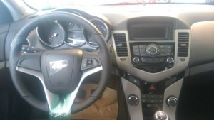 Cần bán Chevrolet Cruze LT 2017 màu trắng hoàn toàn mới
