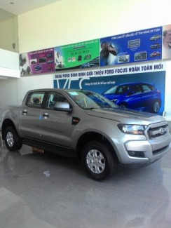 Ford ranger XLS AT Bạc