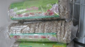 Bánh gạo lứt nguyên hạt - rất tốt cho người ăn kiêng , ăn chay và bị tiểu đường .