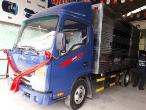 Chiều dài cơ sở xe tải Jac 3t5 lên đến 3360mm, kích thước thùng hàng lớn giúp chuyên chở được nhiều hơn, kính chiếu hậu tối ưu tầm nhìn, kính chắn gió rộng giúp quan sát được xa hơn đảm bảo an toàn cho người lái xe.