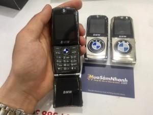 Khác với các sản phẩm điện thoại cùng mức giá khá, điện thoại BMW* 760 đi theo lối thiết kế nắp bật một thời đình đám.