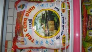 Trà Cung đình là đặc sản xứ Huế , có mùi  thơm ngon .
