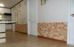 Dịch vụ chuyên ốp bếp, ốp tường, ốp phòng khách sang trọng rẻ đẹp- bền